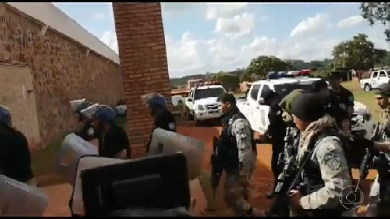 Governo faz bloqueios em fronteira após fuga de presos no Paraguai
