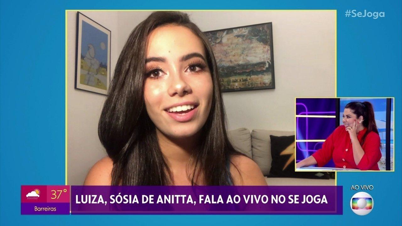 Sósia de Anitta faz sucesso nas redes sociais