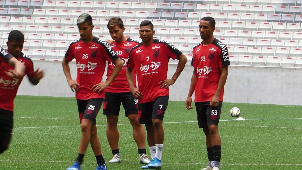 Atacante Rony treina com os aspirantes do Athletico na Baixada