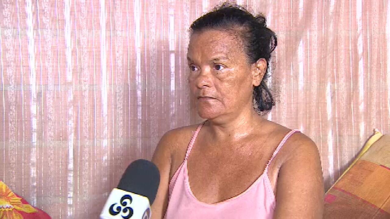 Mulher que teve mãos amputadas diz que foi constrangida no INSS por não poder assinar