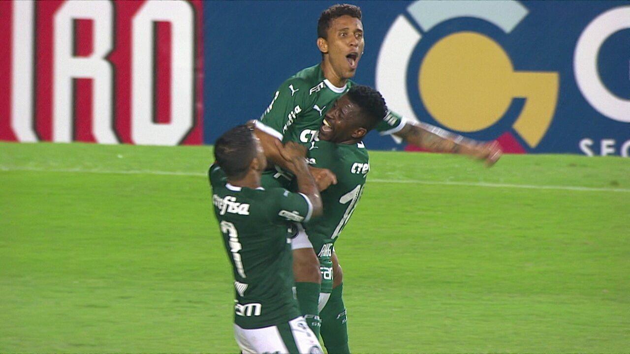 Gol do Palmeiras! A bola sobra para Marcos Rocha, que chuta no cantinho do gol, aos 6' do 2º tempo