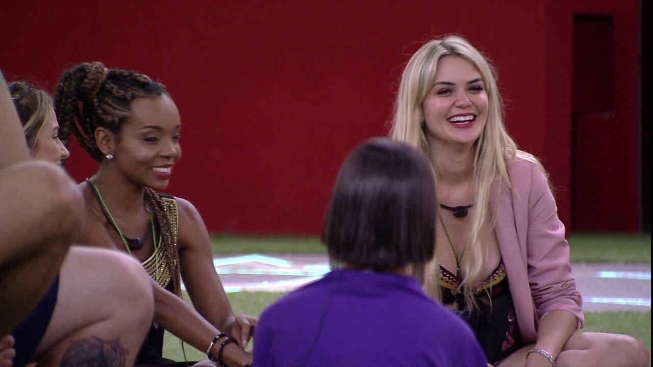 Thelma e Marcela falam sobre suas características para os outros confinados