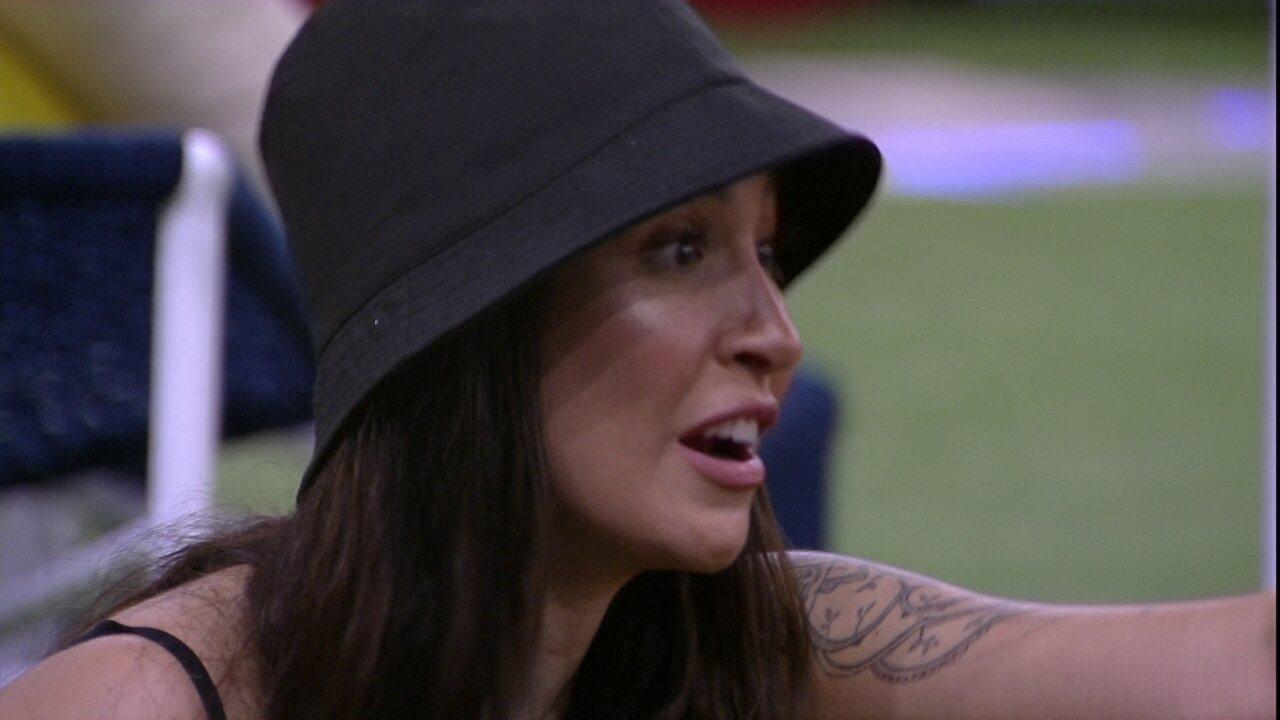 Lucas pergunta a Bianca se ela ficaria com alguém da casa e sister responde: 'Hoje não'