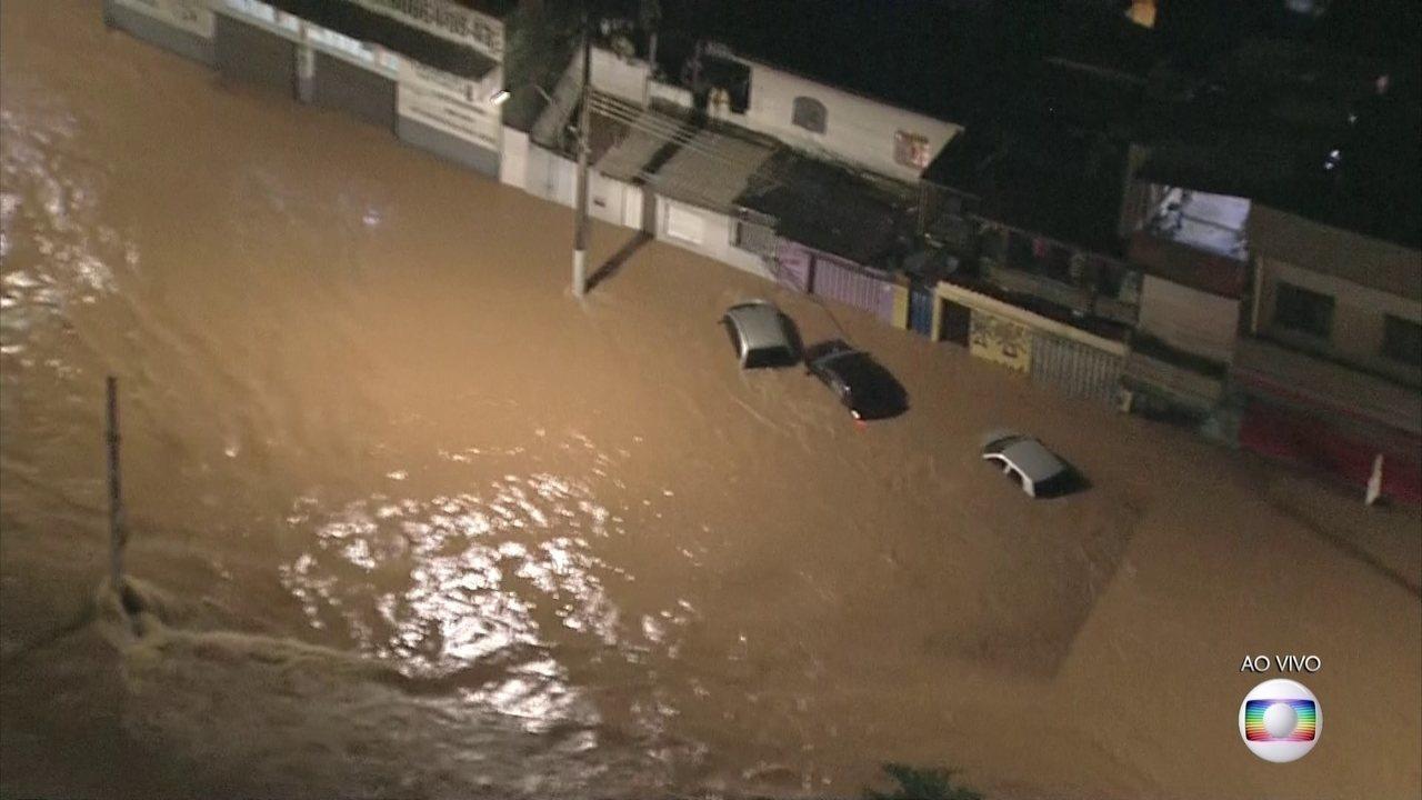 Volta a chover forte na noite de sexta (24) em Belo Horizonte