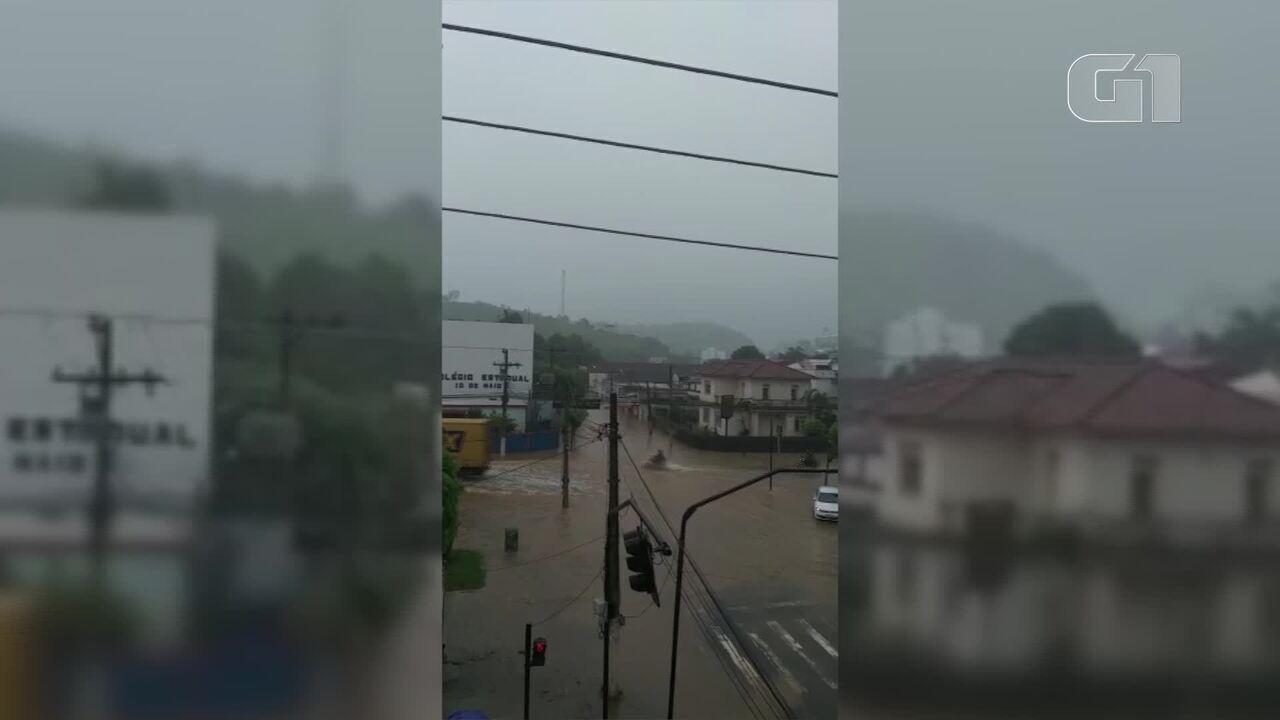 Vídeo mostra áreas inundadas em Porciúncula, no RJ