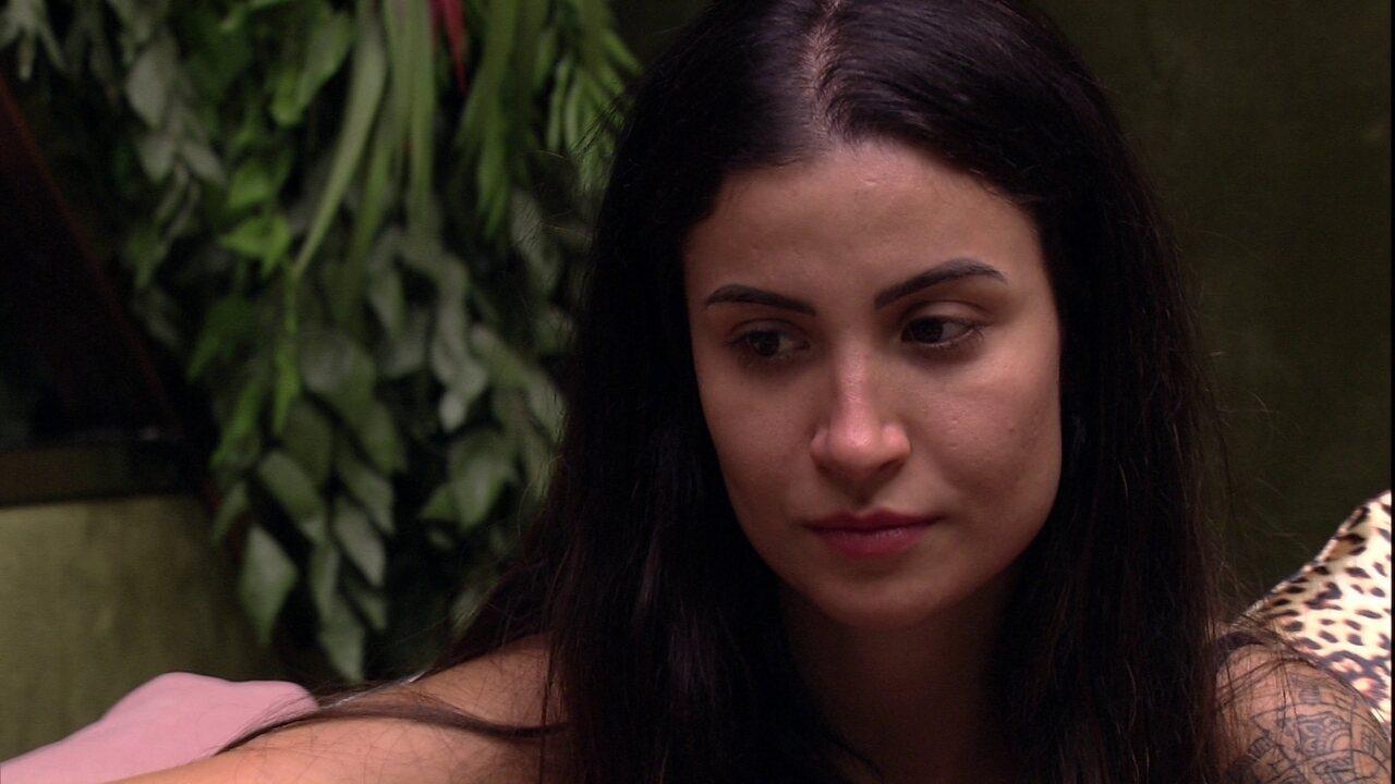 Bianca revela para Mari: 'Ainda bem que estou namorando'