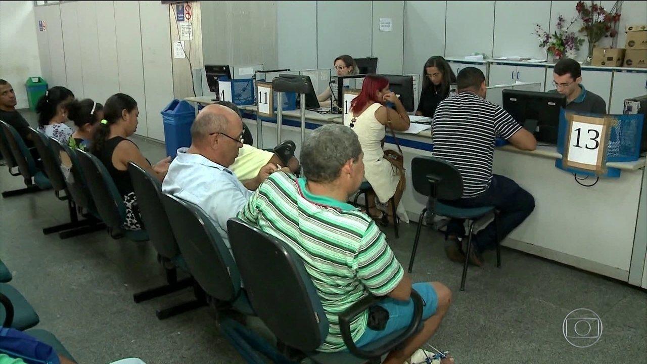 Presidente do INSS, Renato Vieira, pede demissão em meio à crise da fila por benefícios