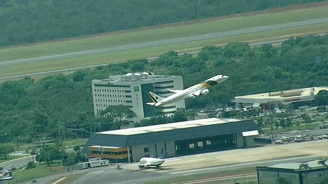 Decola primeiro avião da FAB em direção à China