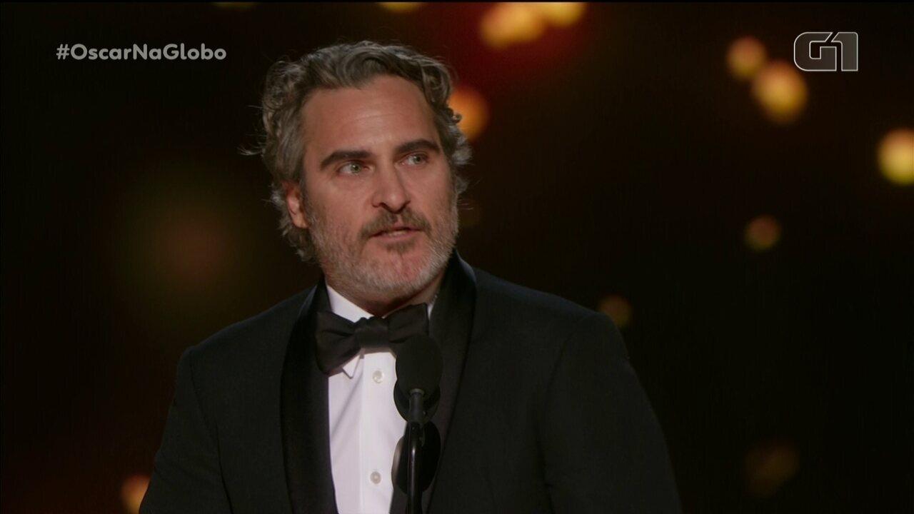 Vencedor do Oscar, Joaquin Phoenix se emociona e cita irmão em discurso