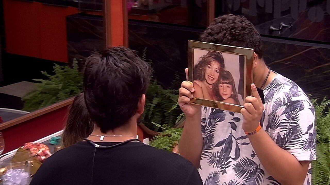 Guilherme 'conhece' mãe de Gabi e se declara: 'Estou apaixonado por ela'