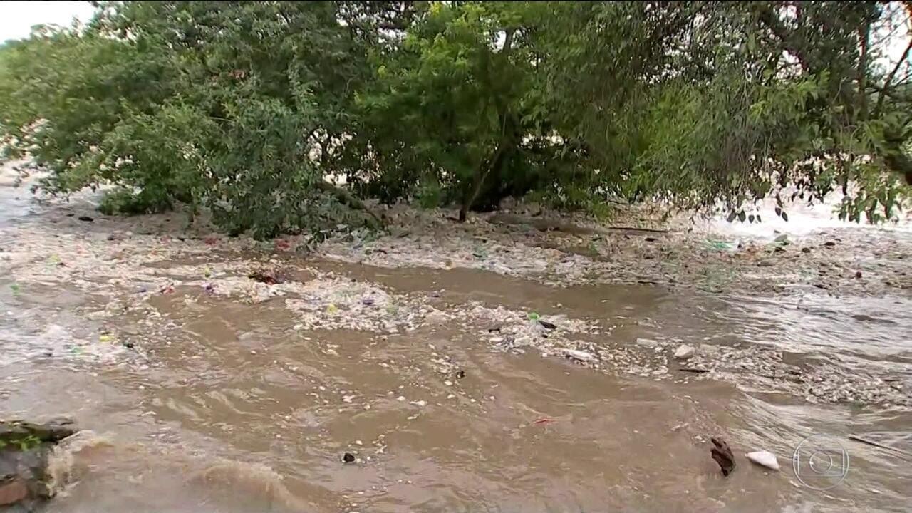 Rio Tietê, que corta o estado de SP, tem maior cheia em 25 anos