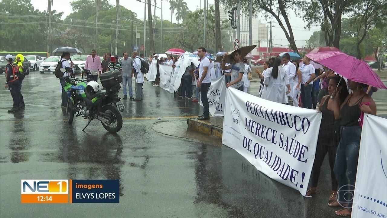 Protesto interdita Avenida Agamenon Magalhães e complica trânsito no Recife