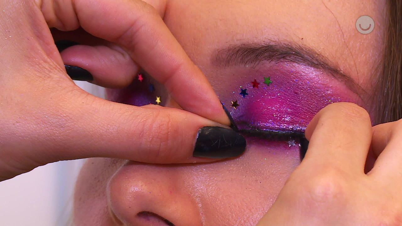 Maquiagem rosa com estrelinhas para o Carnaval; veja tutorial!