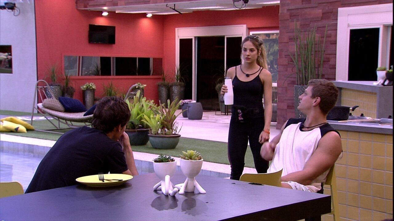 Felipe pergunta para Gabi sobre possível veto na Prova do Líder: 'Você tiraria a gente?'