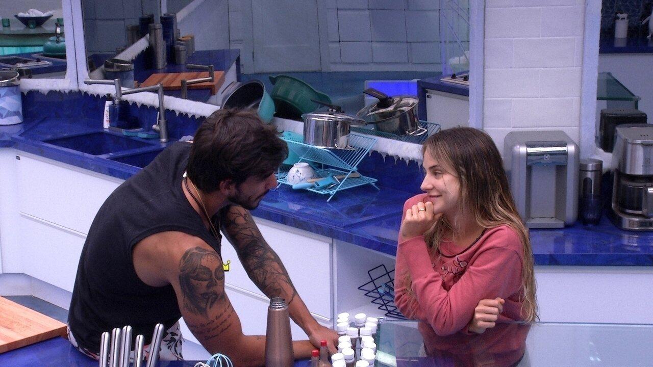 Gabi declara para Guilherme: 'Se eu sair antes, te espero lá fora'