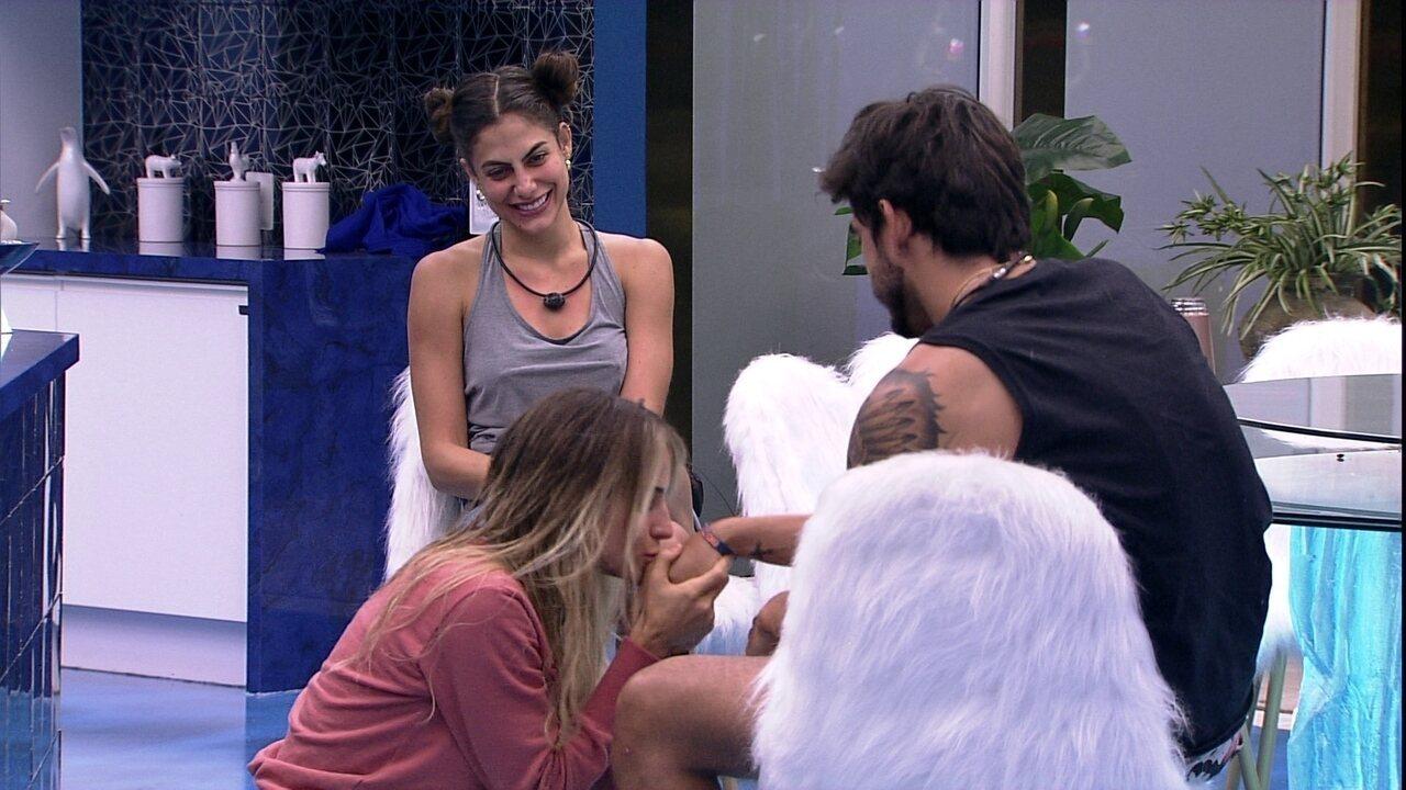 Gabi brinca com Guilherme: 'Se você quer me beijar de novo, vota naquela pessoa'