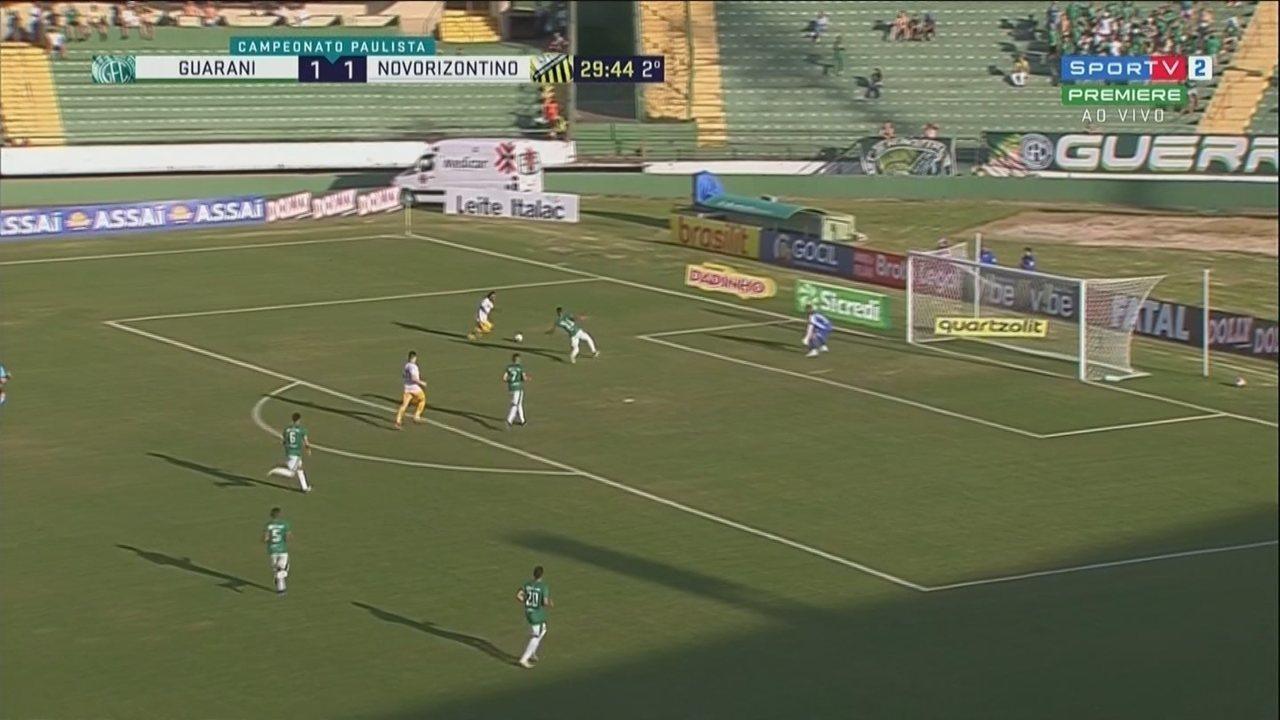Cléo Silva chuta e Jefferson Paulino faz a defesa, aos 29 minutos do 2º tempo