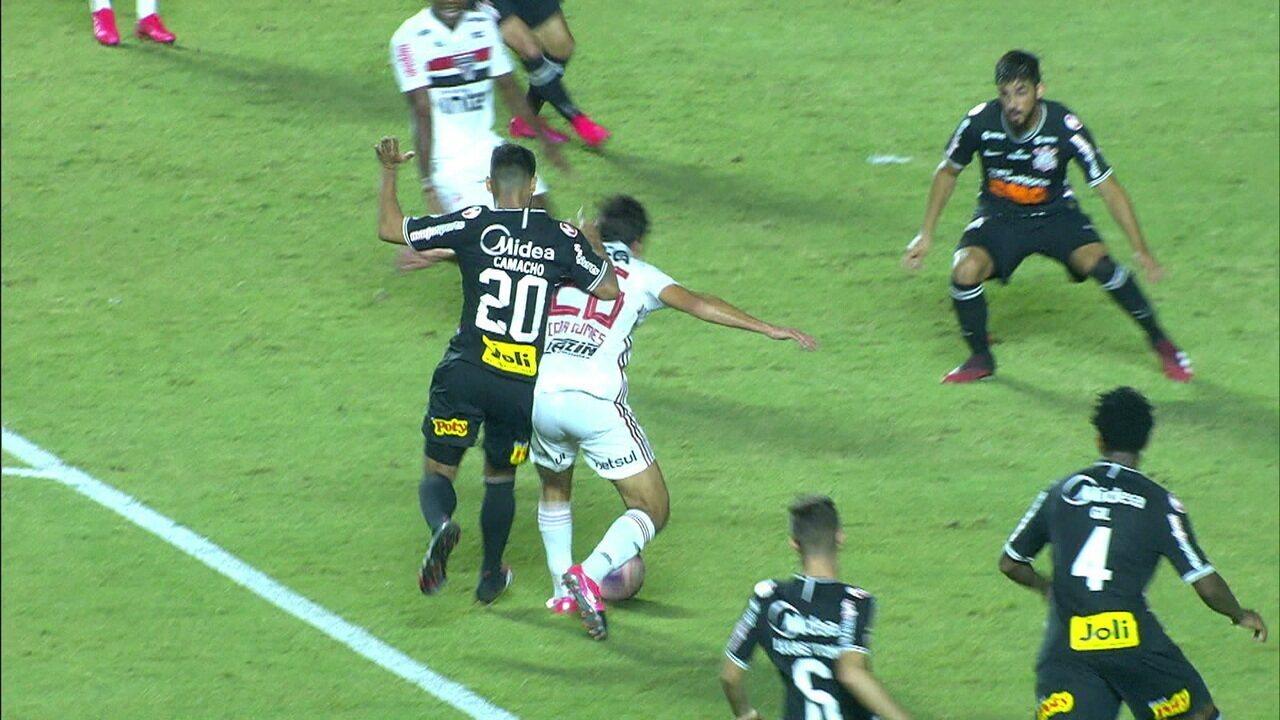 Central do Apito: Igor Gomes é derrubado na área, e Sálvio Spinola diz que daria o pênalti