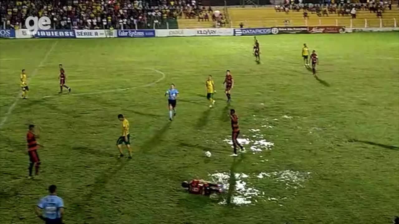 Picos x Flamengo-PI: chuva deixa campo encharcado do Helvídio Nunes