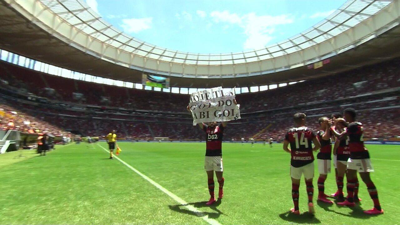 Gol do Flamengo! Gabigol antecipa, tira o goleiro e manda para o fundo da rede, aos 28' do 1º tempo