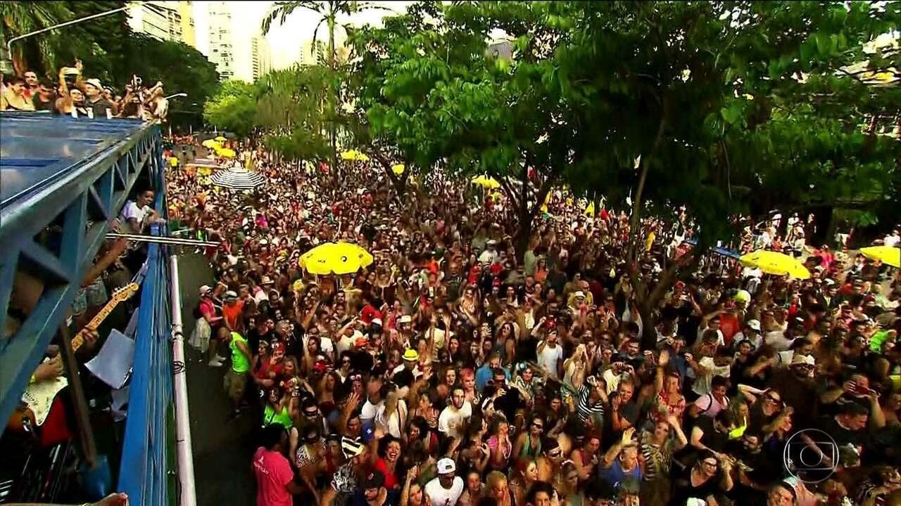 Blocos misturam ritmos e levam milhões de pessoas às ruas de SP