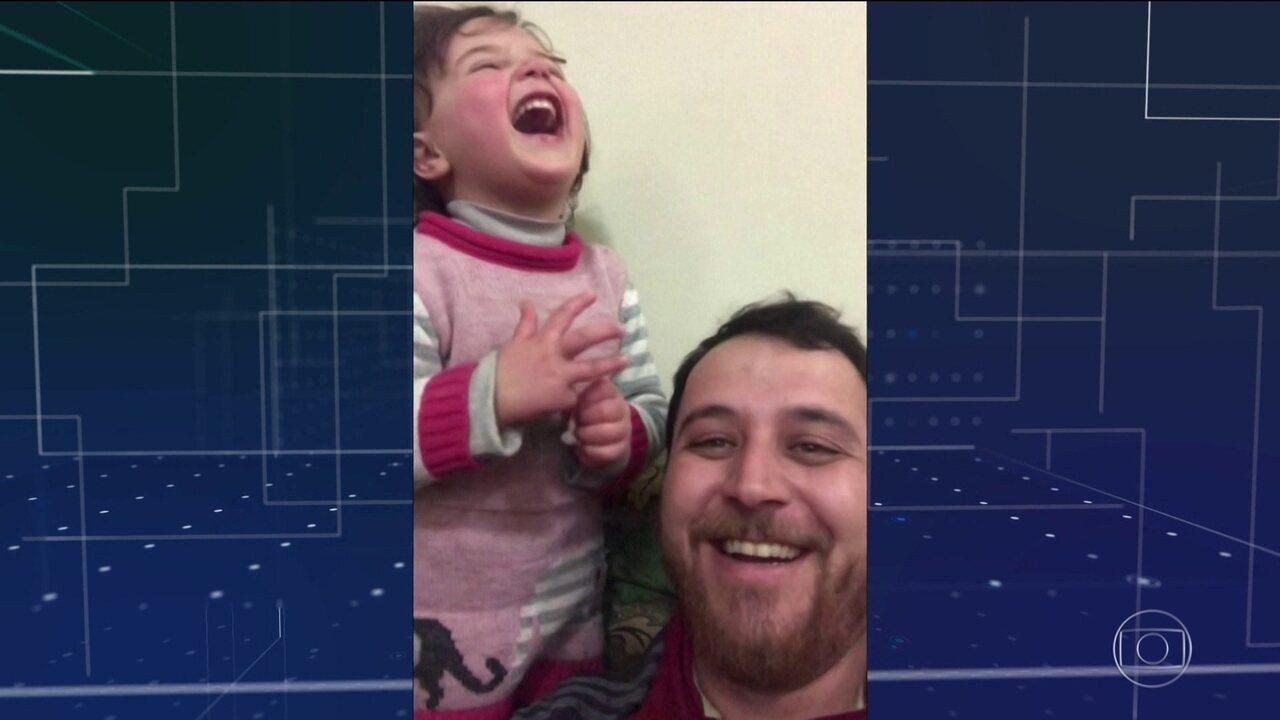Pai cria brincadeira pra ajudar filha a se adaptar aos bombardeios da guerra da Síria