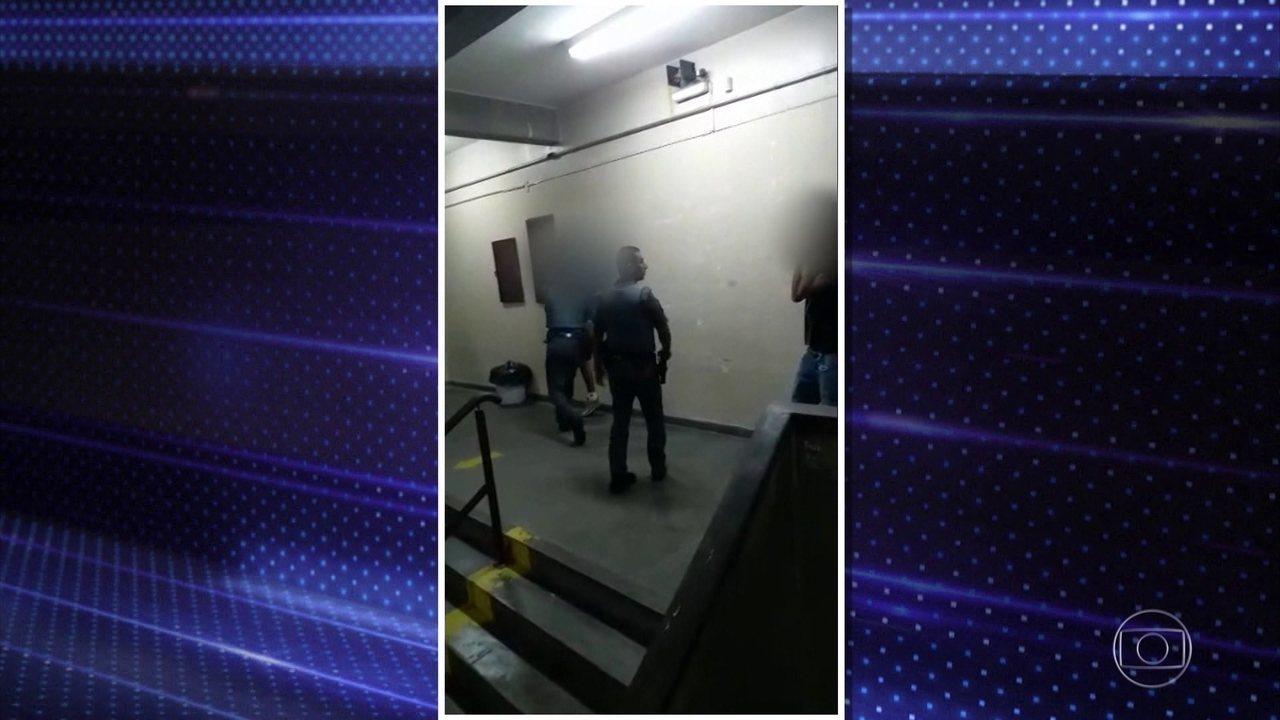 Vídeos mostram PMs agredindo jovens em escola de SP