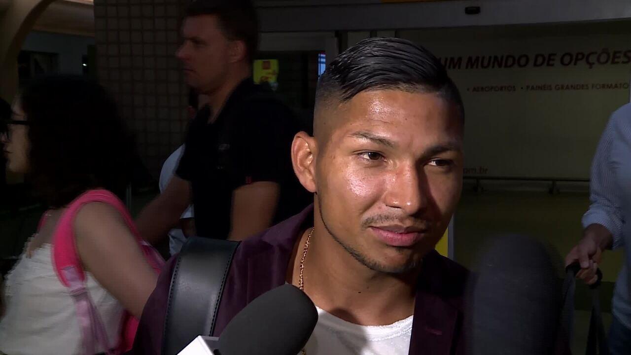 Rony desembarca para reforçar Palmeiras e diz que vai usar camisa 11