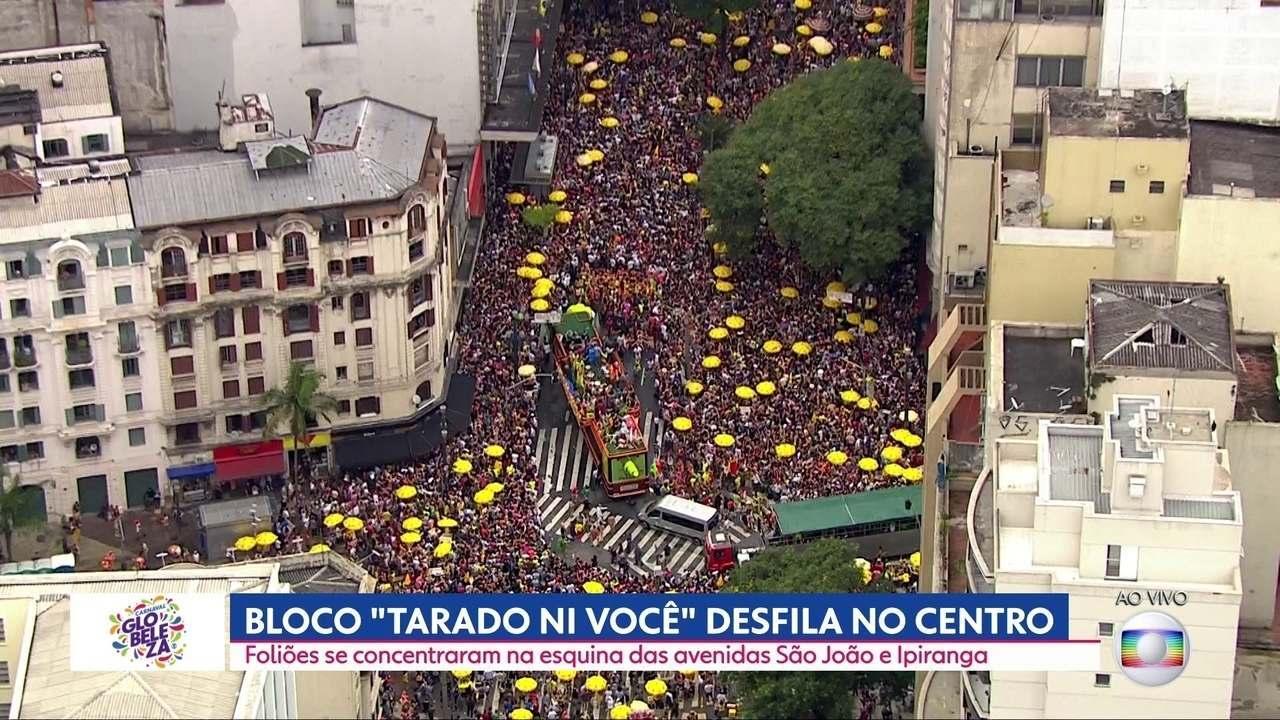 """Bloco """"Tarado Ni Você"""" desfila na esquina mais famosa de São Paulo"""