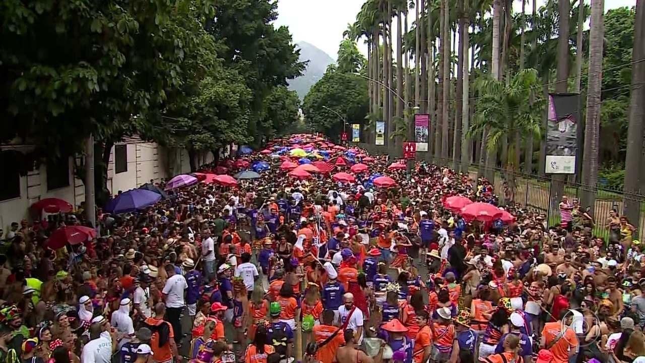 No Rio, 70 blocos de carnaval reúnem um milhão de foliões