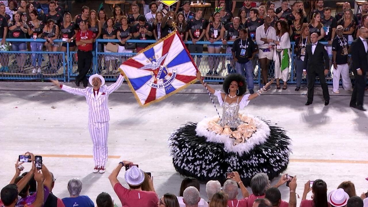 Primeiro casal da União da Ilha dança pedindo por justiça social para comunidades cariocas
