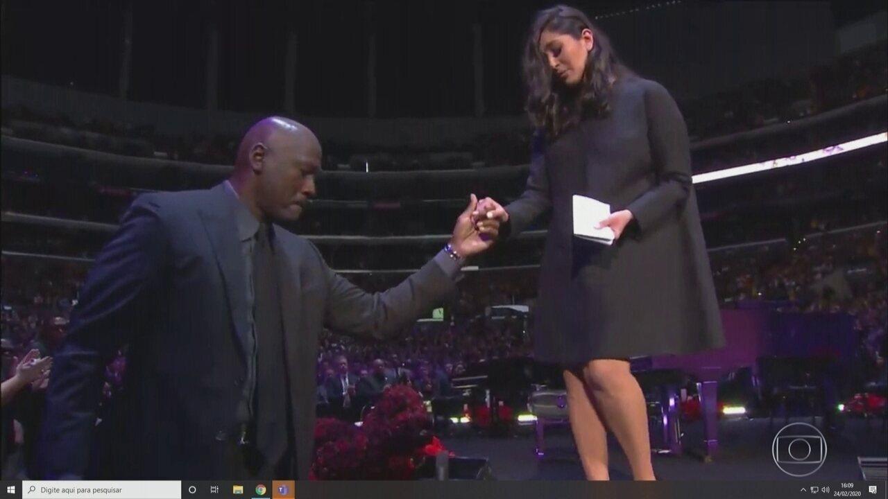 Tributo a Kobe Bryant é marcado pela emoção da viúva Vanessa e da lenda Michael Jordan