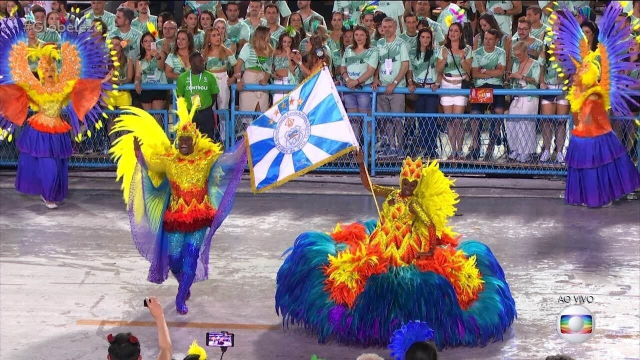 Mestre-Sala e Porta-Bandeira da Vila Isabel fazem o bailar entre o Sol e a Lua