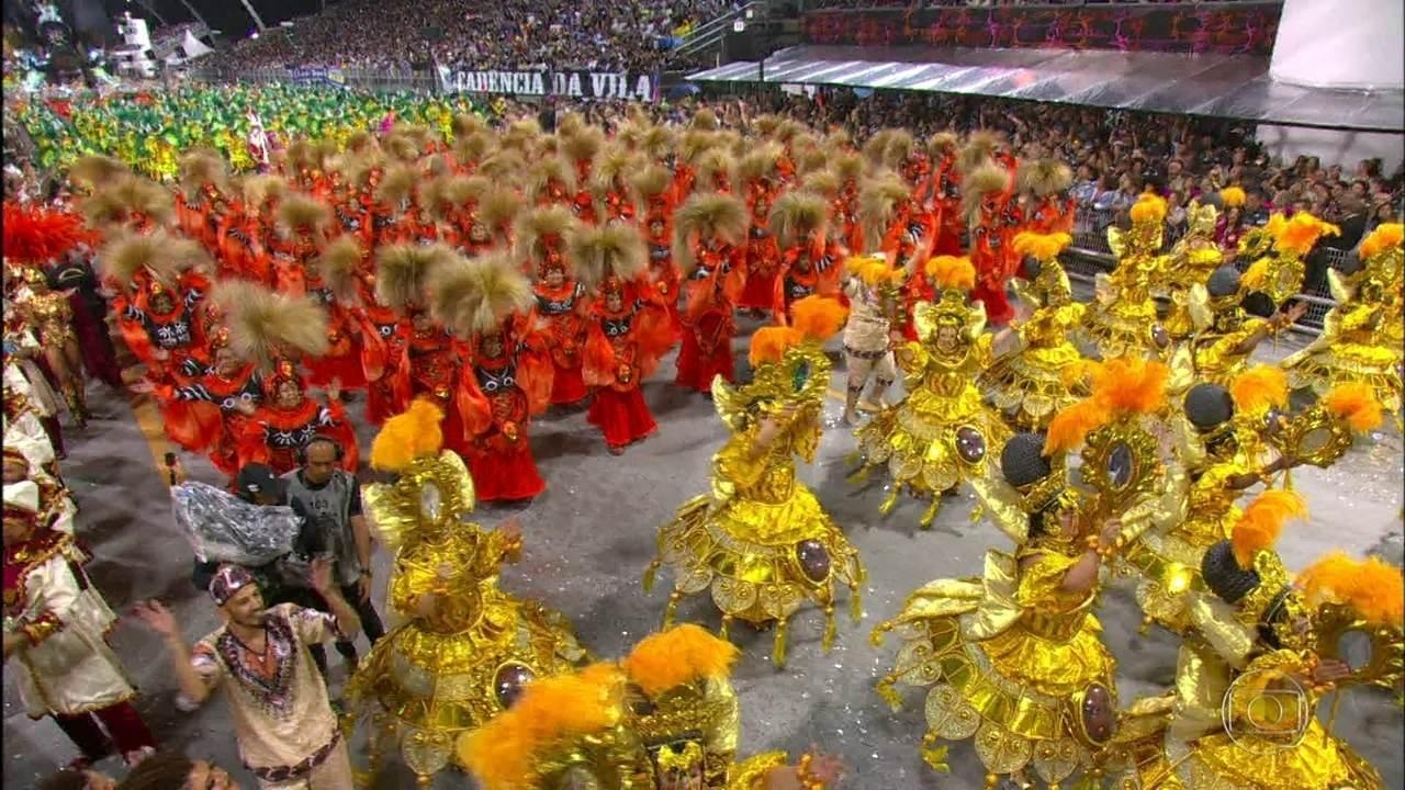 Apuração do desfile das Escolas de Samba de São Paulo começa às 16h