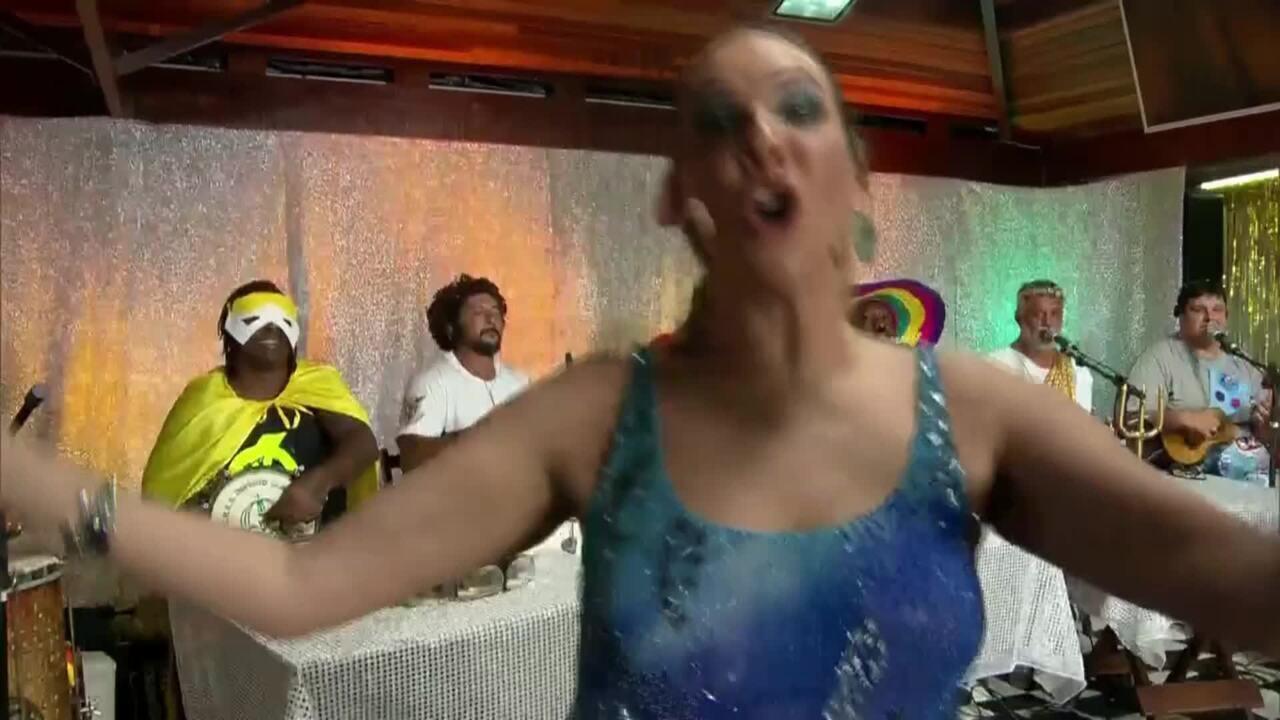 Maria Beltrão mostra samba no pé