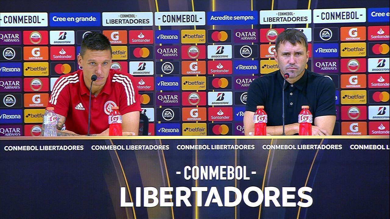 Confira a entrevista coletiva de Musto e Coudet após vitória contra o Tolima