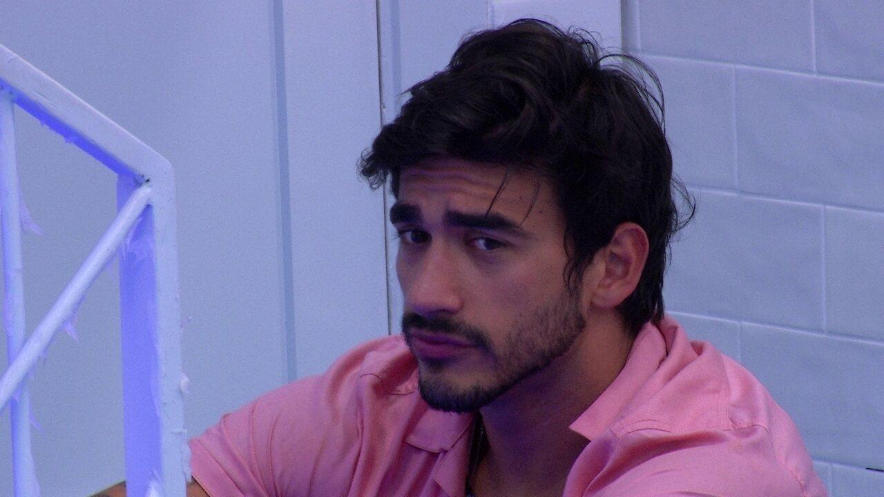 Guilherme fala sobre Victor Hugo com Gabi: 'Não vai rolar nada'