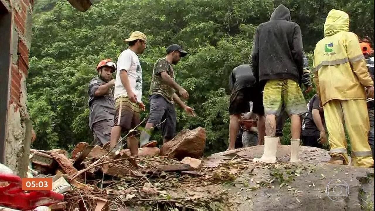 Equipes continuam as buscas por desaparecidos após temporal na Baixada Santista