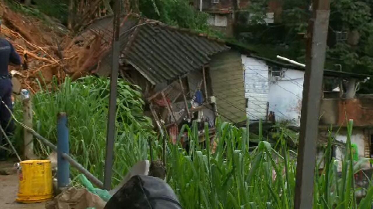 Bombeiros retomam buscas por desaparecidos na Baixada Santista