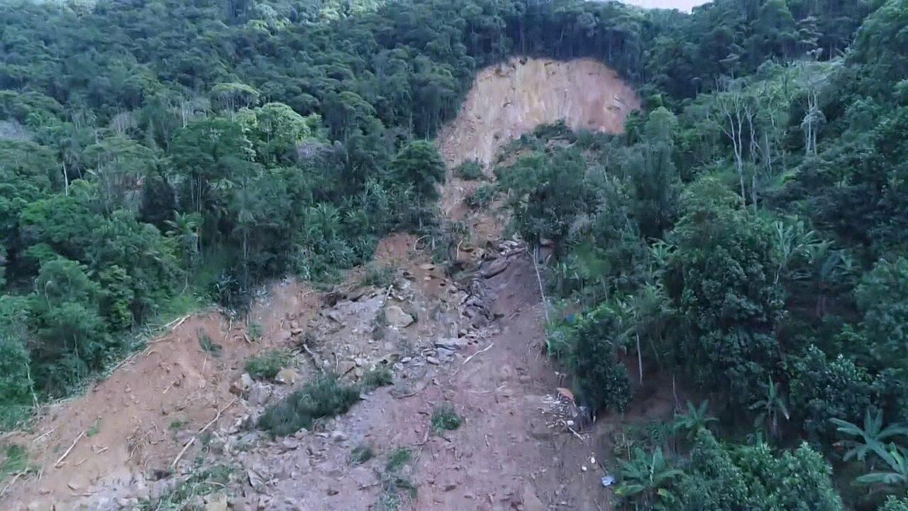 Imagens de drone mostram estrago após temporal em Guarujá, na Baixada Santista