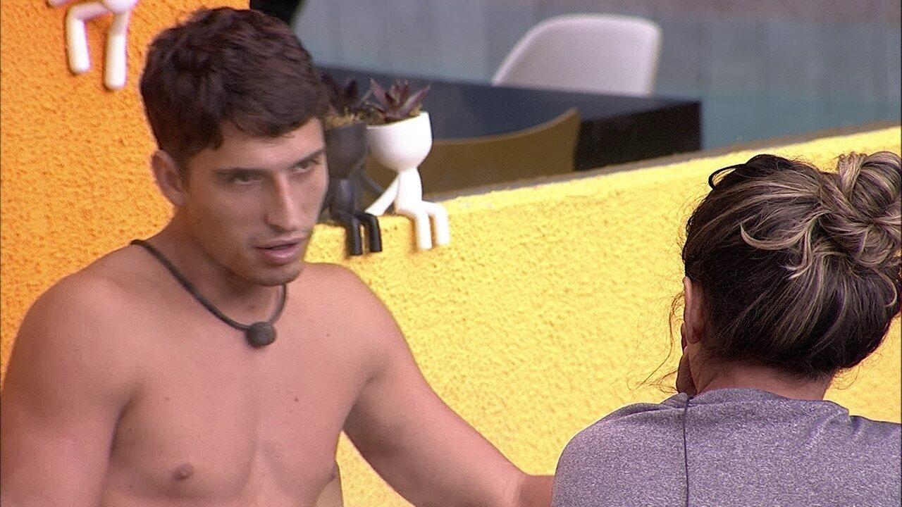 Gizelly diz que está na mira de Felipe, mas brother nega: 'Hoje não seria você'