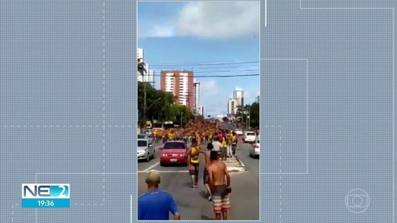 Torcedores do Sport e do Santa Cruz causam confusão e correria em ruas do Recife