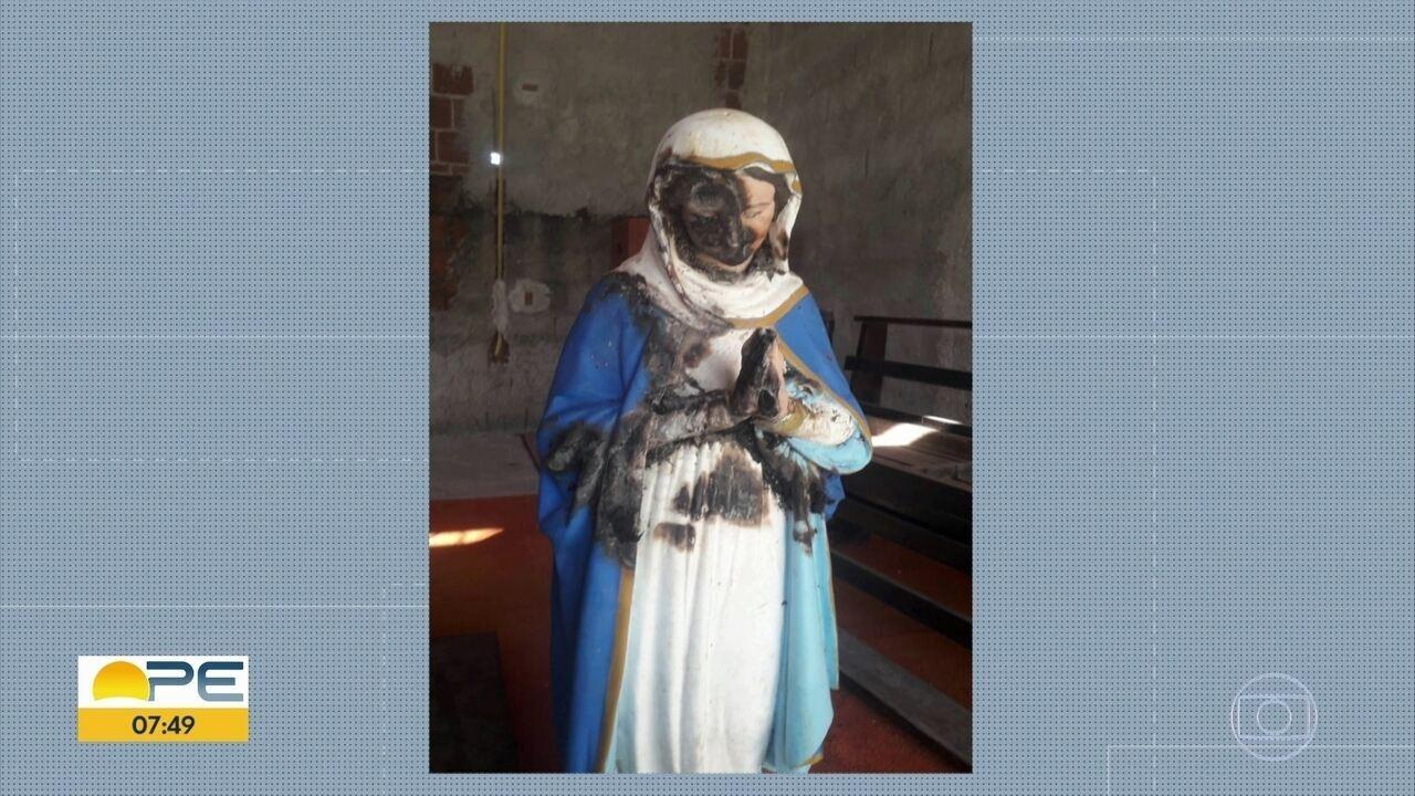 Imagem da Nossa Senhora é encontrada queimada em terreno ao lado de capela