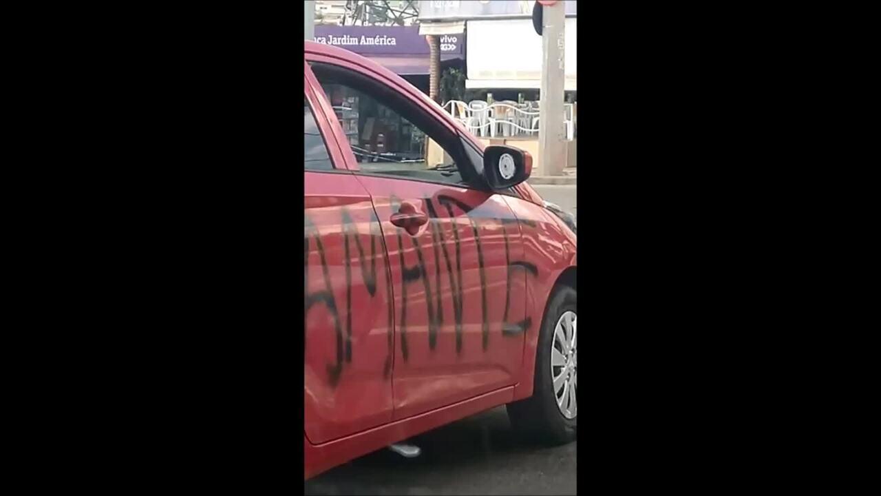 Mulher registra ocorrência após ter carro vandalizado e pichado em Sorocaba