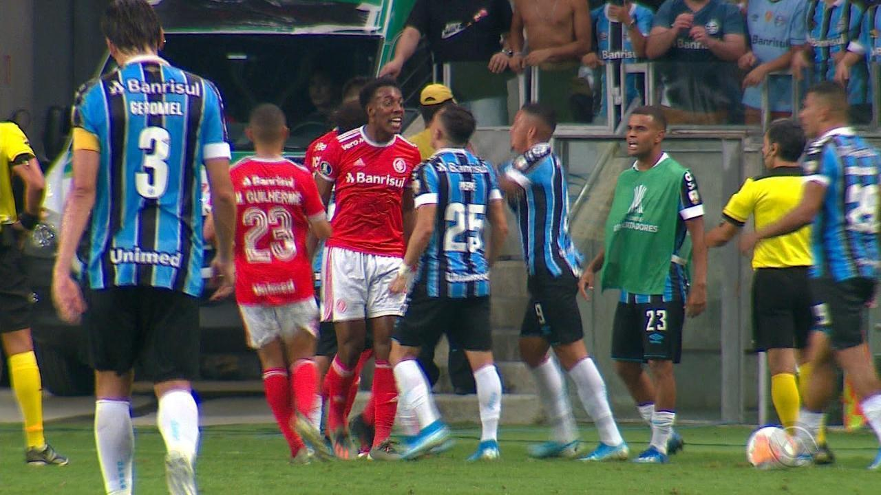 Primeiro Gre-Nal da Libertadores é marcado por oito expulsões e violência