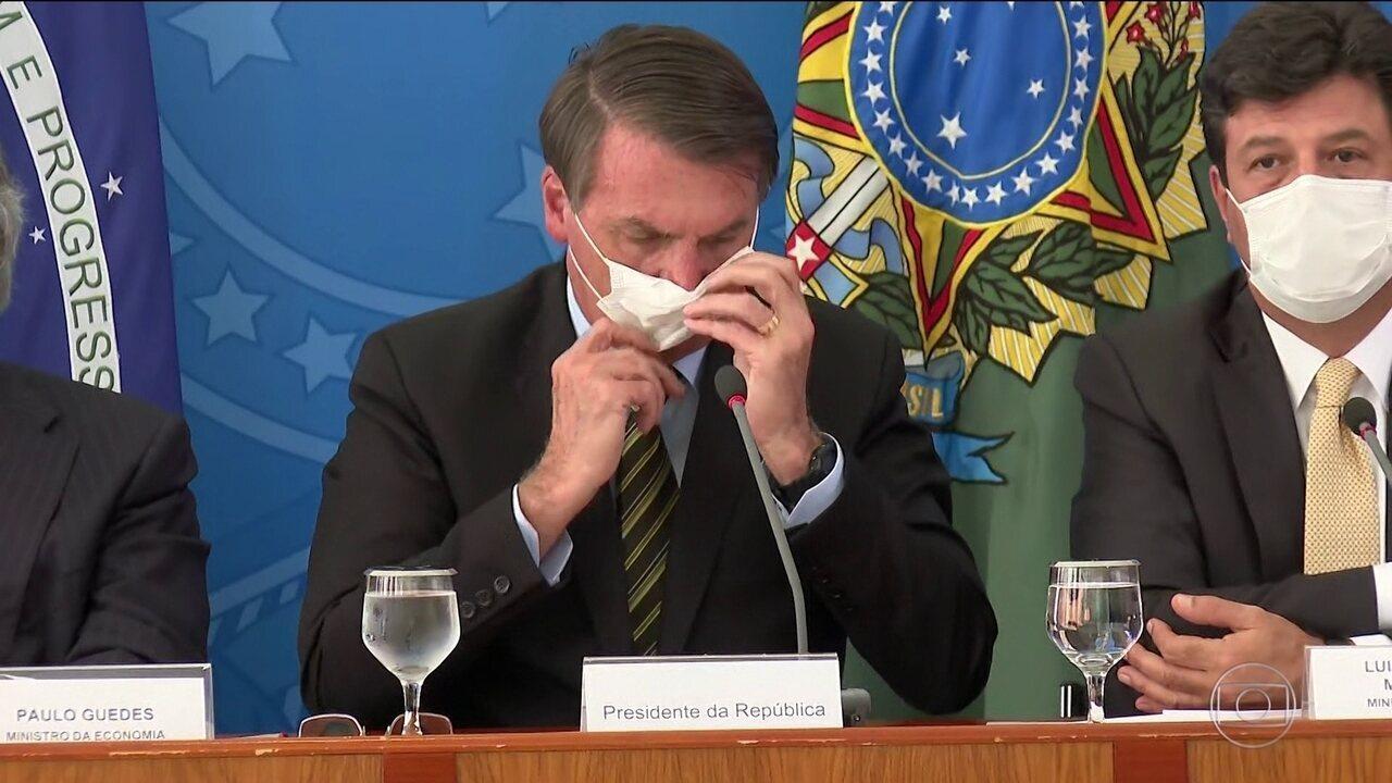 Em coletiva, Bolsonaro e ministros usam máscaras de forma errada