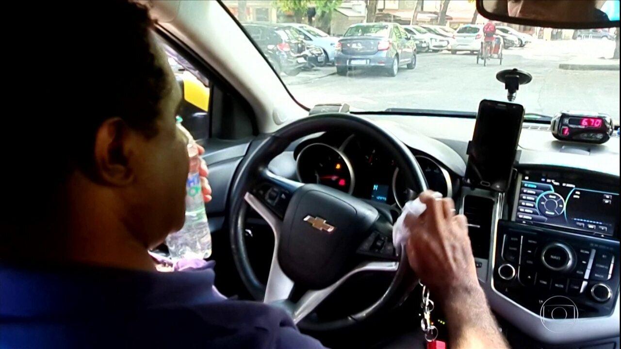Motoristas de aplicativos e taxistas mostram como estão se prevenindo contra o coronavírus