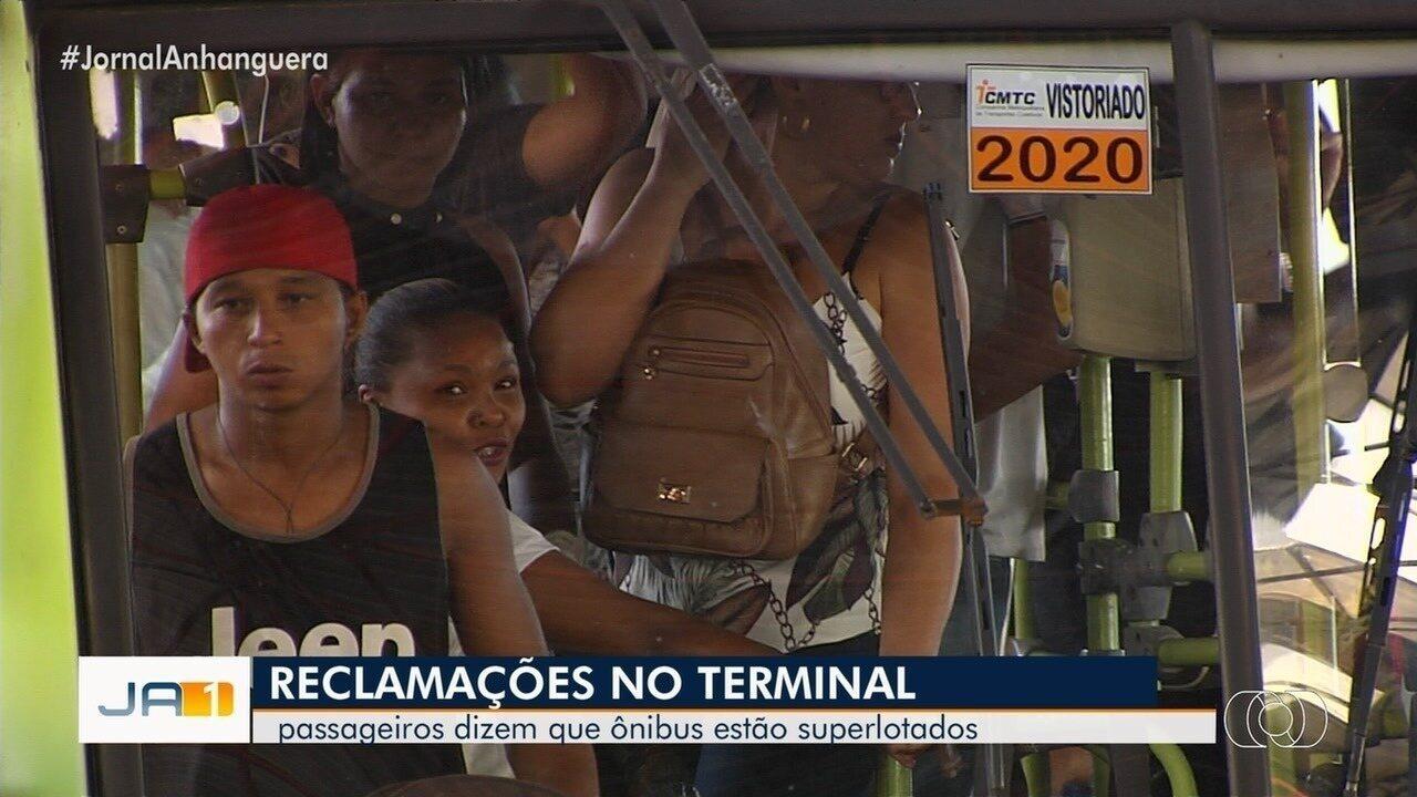 TV Anhanguera mostra ônibus e terminais superlotados na Grande Goiânia