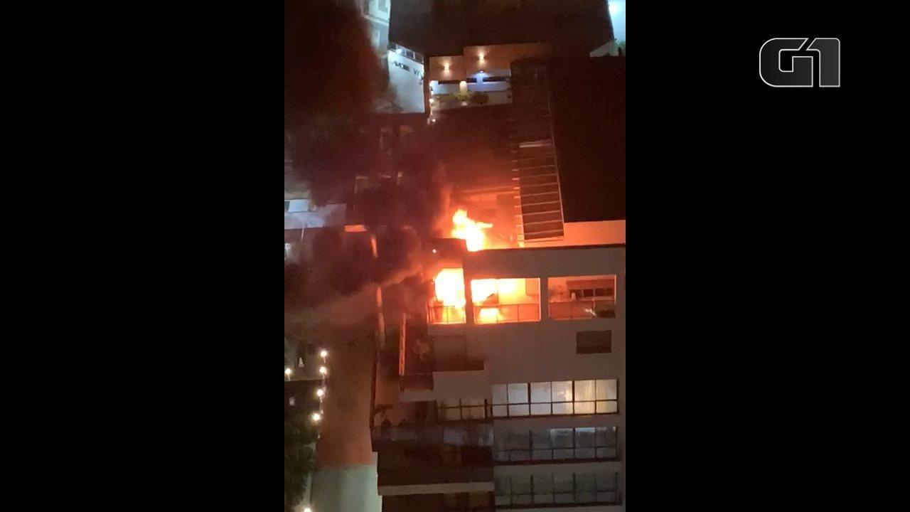 Incêndio atinge prédio na Barra da Tijuca, Rio