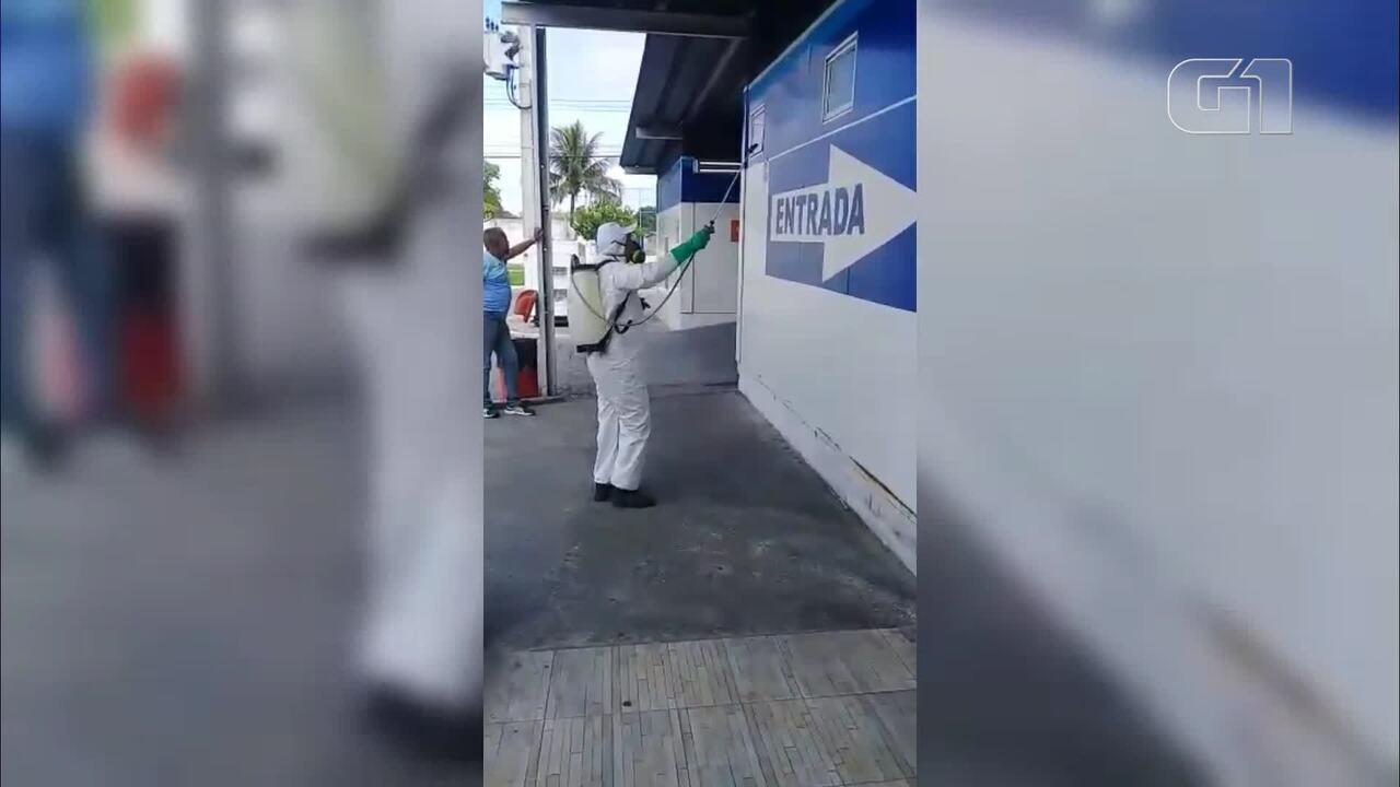 Equipes da Prefeitura fazem cortina de desinfecção nas ruas de Cabo Frio, no RJ